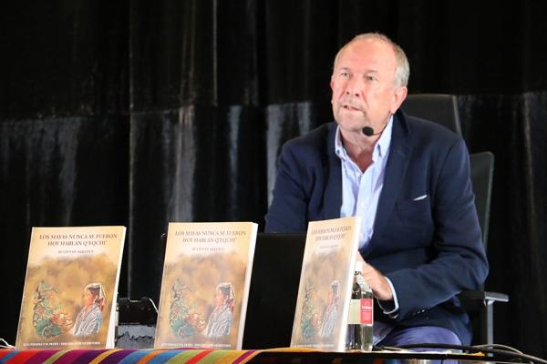 El CFCE Antigua se presenta texto sobre la historia del linaje de los mayas